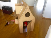 Kinder-spielhaus-aus-pape