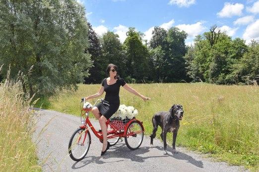 Spaziergang-mit-Hund-in-Cham-Schweiz